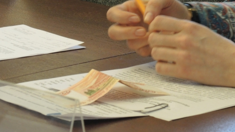 Депутат проспонсировал замглавы администрации на 5 тысяч во время доклада