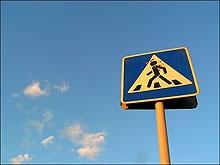 Двое школьников попали под колеса на пешеходном переходе