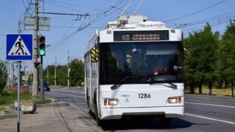 Троллейбус №10 в Саратове сбил женщину