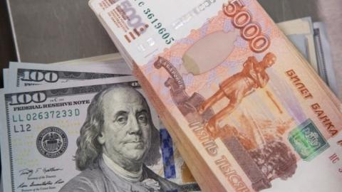 Доллар может упасть до 66,4 рубля