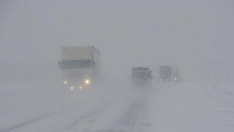 МЧС предупреждает автомобилистов о сильном ветре и метелях