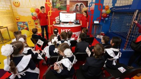 """В Саратове открылась выставка """"Дети в Интернете"""""""