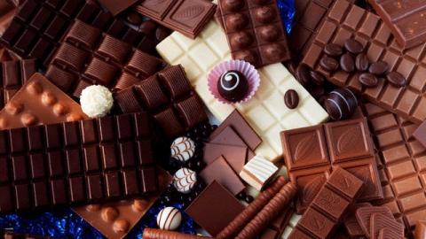 "Мужчина пытался унести из ""Грозди"" 26 плиток шоколада"
