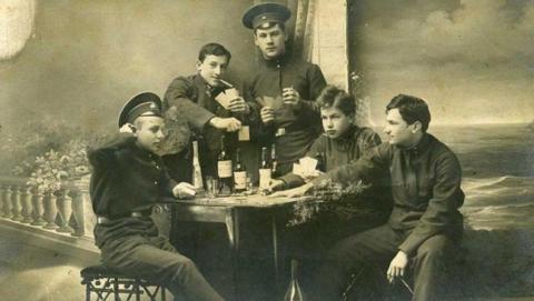 В Саратовской губернiи семеро гимназистовъ отравились алкоголемъ.