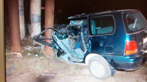 ВЭнгельсе 25-летний шофёр легковушки умер, врезавшись встолб