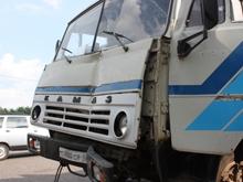 """В Саратове """"КамАЗ"""" пробил газопровод уличным фонарем"""