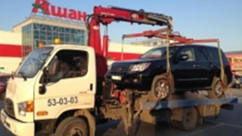 Саратовские приставы арестовали «Лексус» настоянке торгового центра