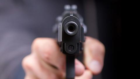 Преступник выстрелил вохранника вольского цементного завода