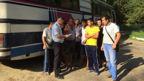 Полицейские задень задержали три автобуса синостранцами-нелегалами