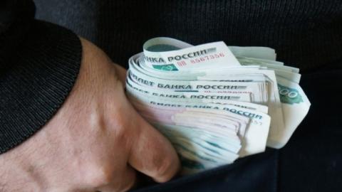 Саратовец переводил деньги сотовой компании жене накарту