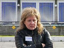 Лариса Сотникова провела пикет против средневековья и пыток