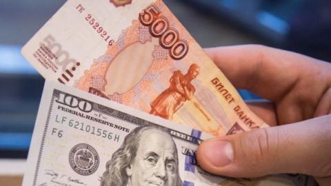 Доллар иевро растут всамом начале торгов на«МосБирже»