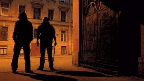 Ночью вцентре Саратова нажителя напали молодые пираты сножом