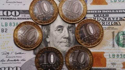 Доллар снова поднялся выше 63 руб.