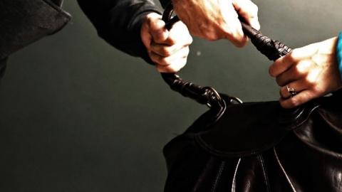Двоих граждан Энгельса подозревают всерии ограблений пенсионерок