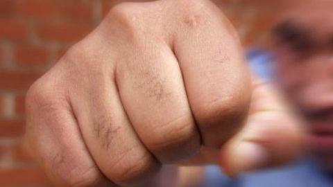 ВСаратове ночью около дома наБелоглинской избили 17-летнюю девушку
