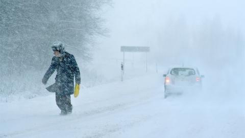 МЧС просит саратовцев невыезжать на дороги из-за метели