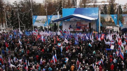 Десять тыс. саратовцев отпраздновали День народного единства намитинге