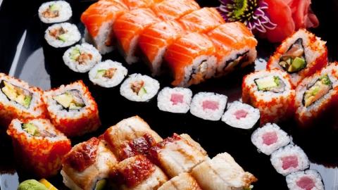 Уразносчиков суши отобрали деньги, iPhone иалкотестер