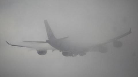 Туман недает взлететь двум самолетам изСаратова