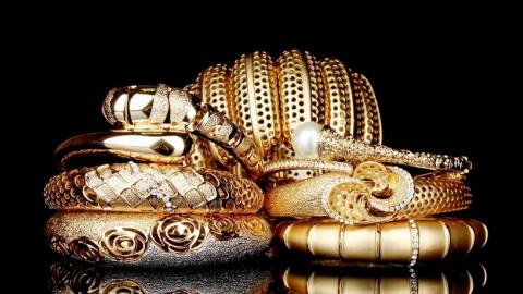 Ужительницы Саратова похитили ювелирные изделия на120 тыс. руб.