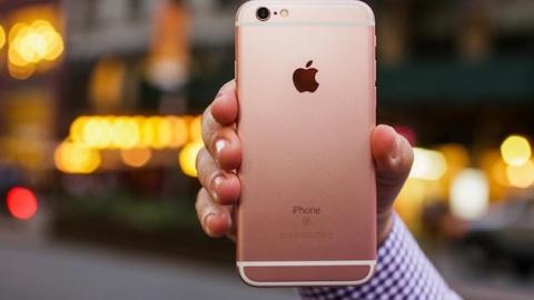 ВХвалынске рецидивист похитил ушкольницы розовый «Айфон»