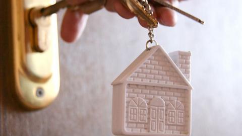 Программа переселения жителей изаварийного жилья втечении следующего года выполнена на45%