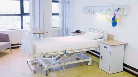 Мужчина скончался в клинике после обрушения балки назаводе