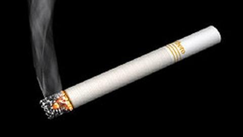 Подростка поймали курящими у забора школы