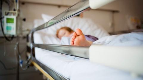 Годовалого ребенка с ожогами госпитализировали в Саратове