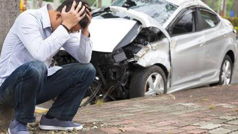 В Саратове ищут двух скрывшихся с места аварии водителей