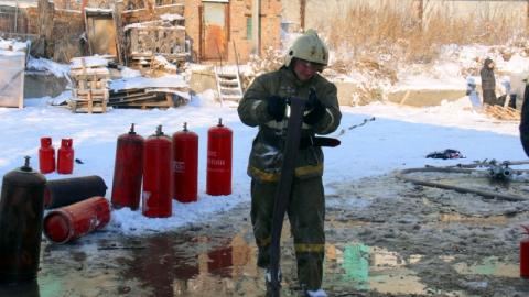 Спасатели предотвратили взрыв газовых баллонов в Саратове