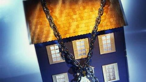 Из-за долга в 4 миллиона у саратовчанки арестовали двухэтажный особняк