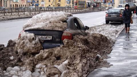 Водителям запретили парковаться на Рахова