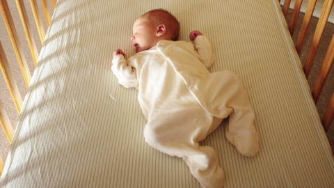 Мать удушившегося в кроватке младенца отправят в колонию