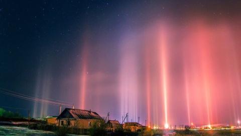 Саратовцы наблюдали сияние световых столбов