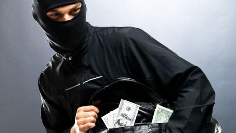 Разбойники избили саратовца и похитили четыре миллиона
