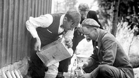 """Полицейские призывают саратовцев не покупать спиртное у """"доморощенных бутлегеров"""""""
