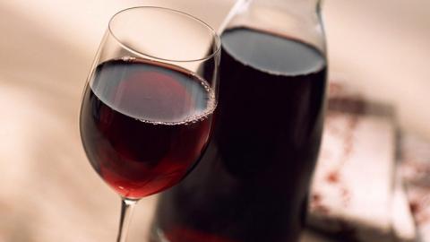 Саратовец попал в больницу после дегустации домашнего вина