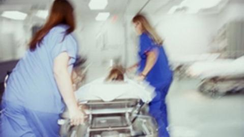 Под Саратовом отец ударил сына ножом ипопал в поликлинику