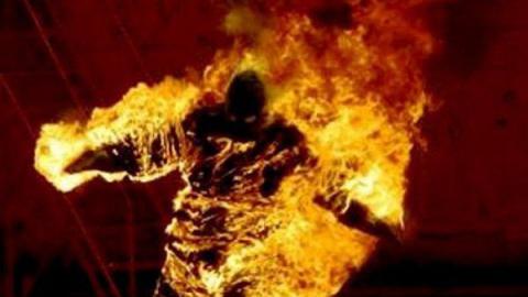 Мужчина с загоревшейся одеждой выпрыгнул из окна и погиб