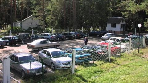 Начальник автостоянки присвоил машину севшего втюрьму саратовца