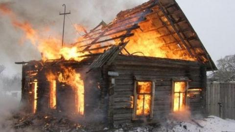 При пожаре из-за перекала печи погиб 78-летний хозяин дома