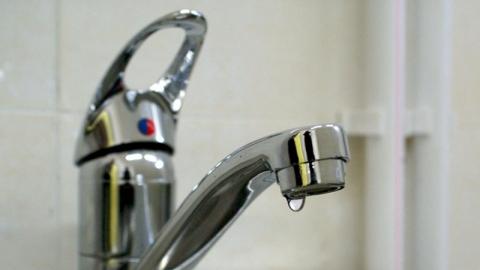 Из-за коммунальной аварии без воды остались жители центра Саратова