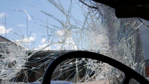 """Водитель """"семерки"""" оказался в больнице после наезда на световую опору"""