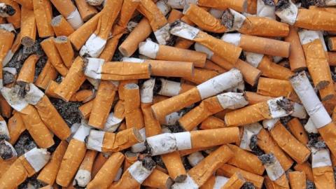 Мужчина забил до смерти попросившего сигарету прохожего