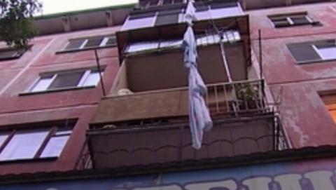 Женщина сломала пятку при побеге по простыням с балкона