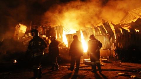 Ночью в Самойловке на пожаре погибли женщина и ее несовершеннолетняя дочь