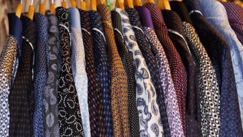 Полиция разыскивает укравшего семь рубашек магазинного вора