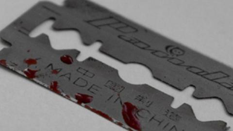 В центре Саратова две школьницы порезали себе руки